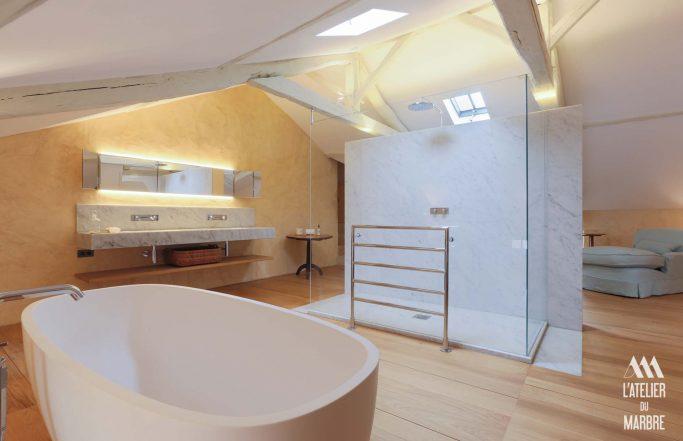 Douche et vasque en marbre